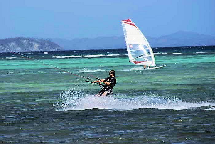 kiter meets windsurfer