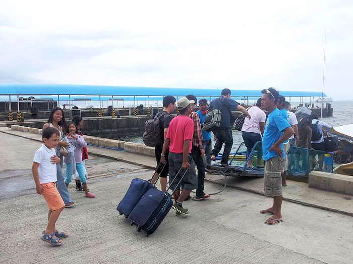 Boarding am Batangas Pier für Puerto Galera
