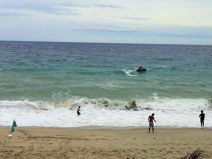 jetskit bei wellengang, puert galera white beach