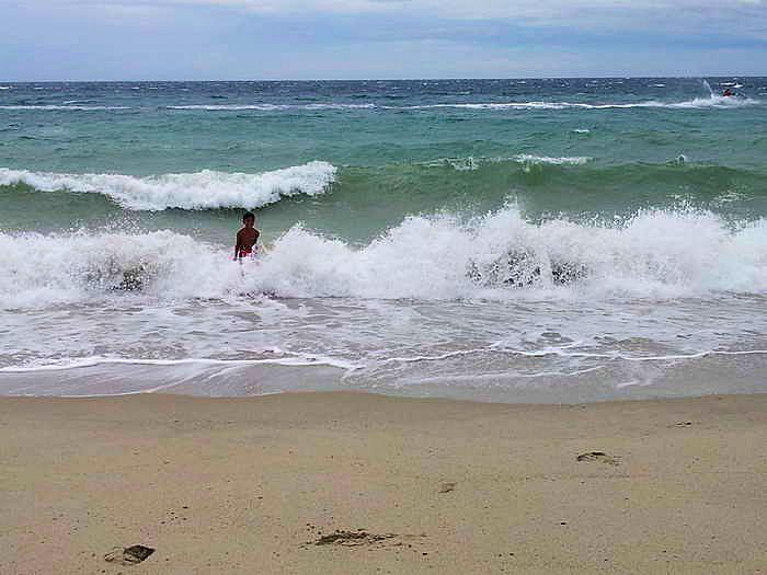 shorebreak beim white beach, nichts für schwache nerven