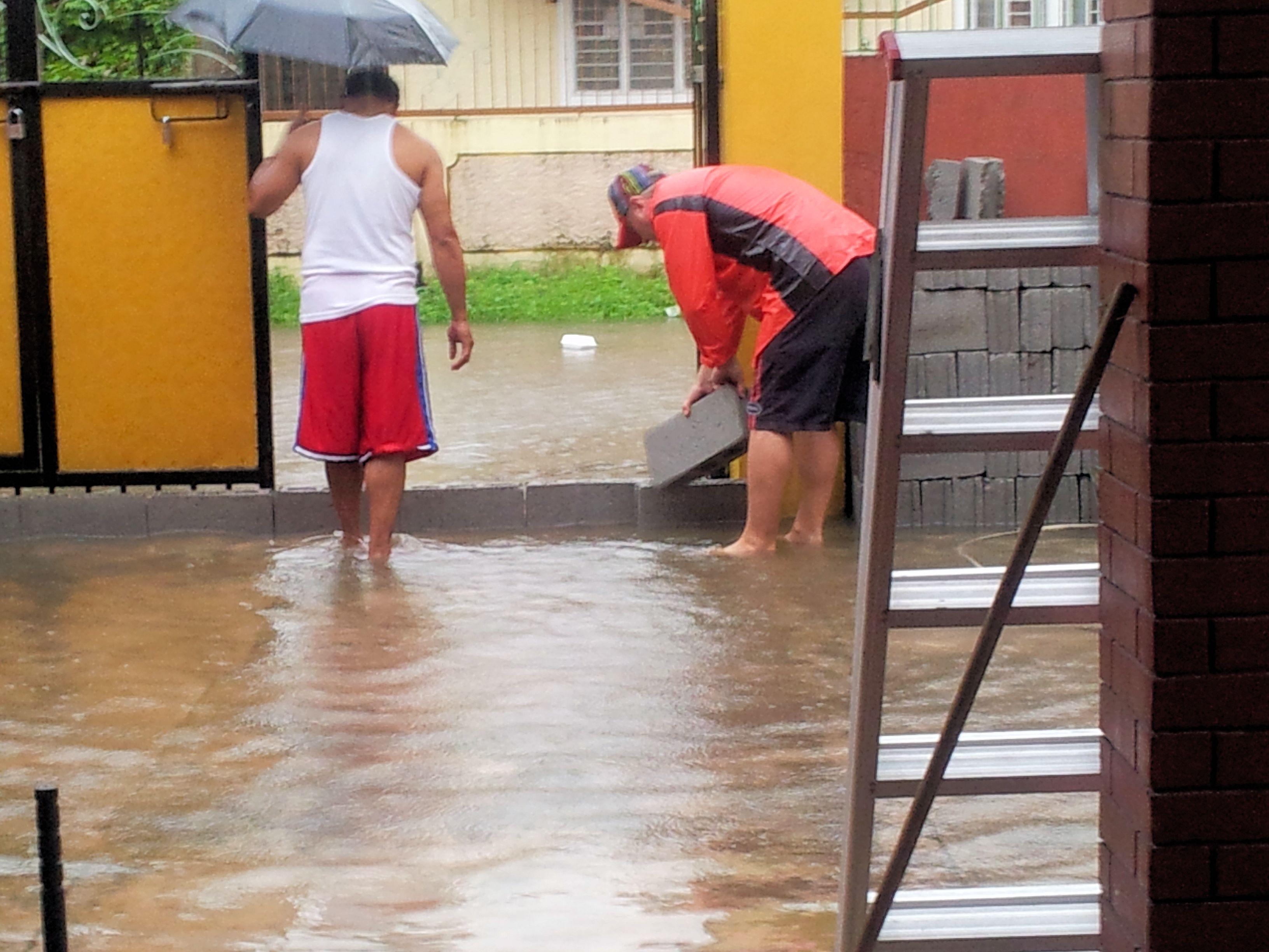 rain_floods_houseentrance_philippines
