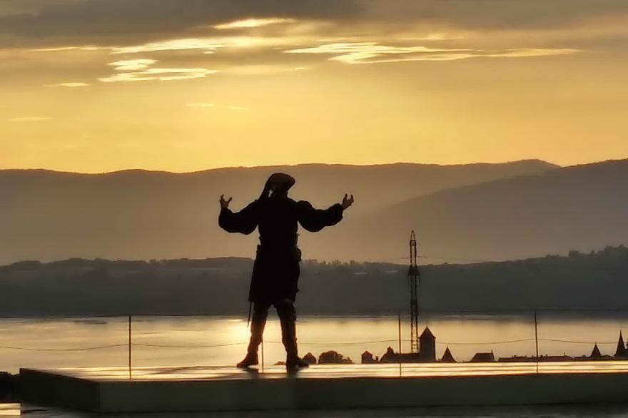 sunset-actor-lake-mountains