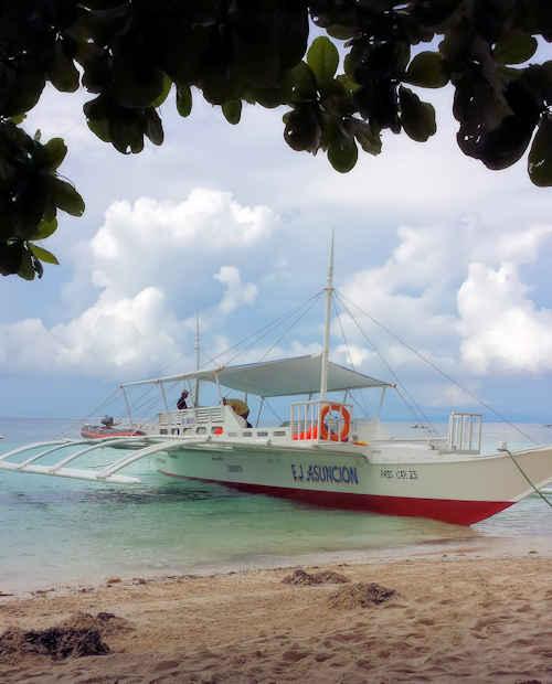tropical-beach-boat