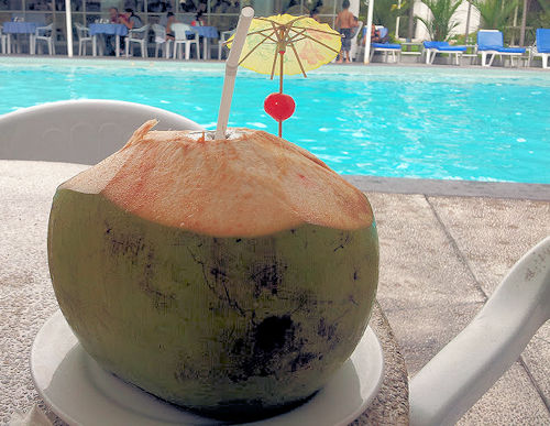 cocos-drink-with-swimmingpool