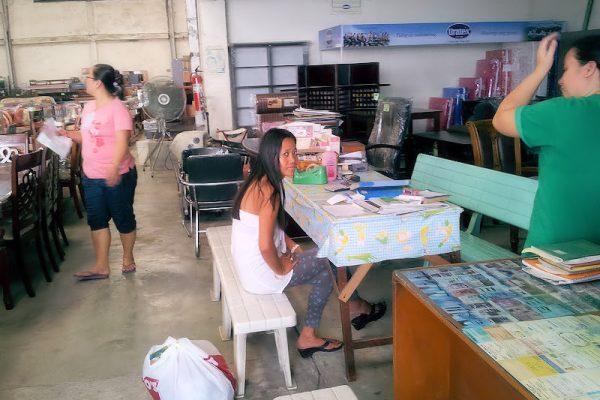furniture-shop-sales-table