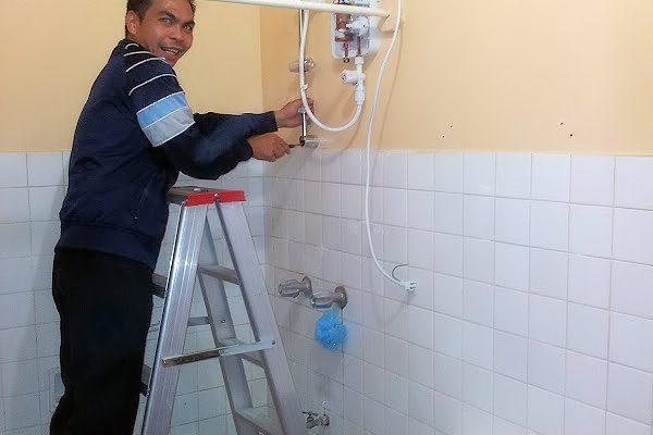 man-fix-shower