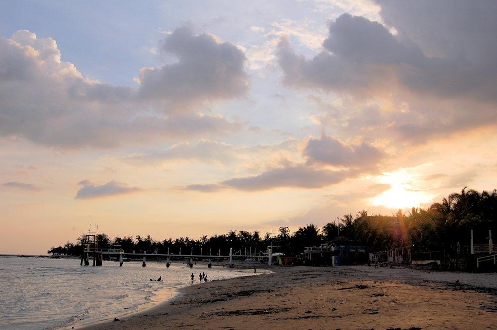 beach-sunset-on-morong-beach