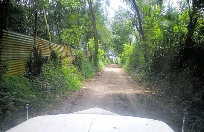 small-dirt-road-uphill