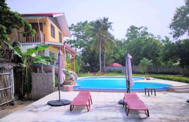 relaxarea-poolside