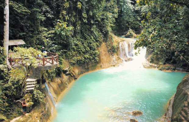 natural-pool-below-waterfalls