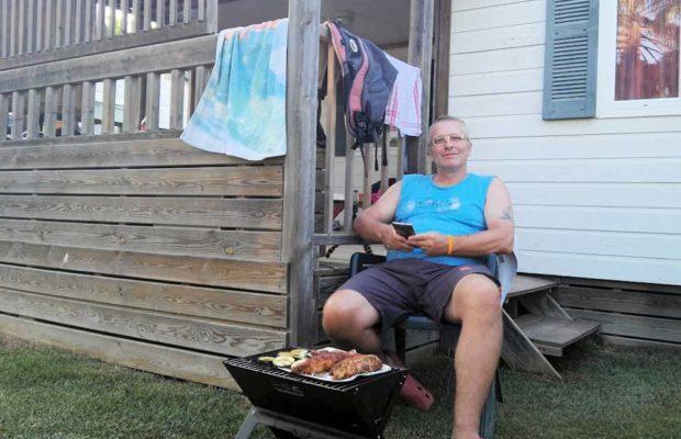 grilling-in garden