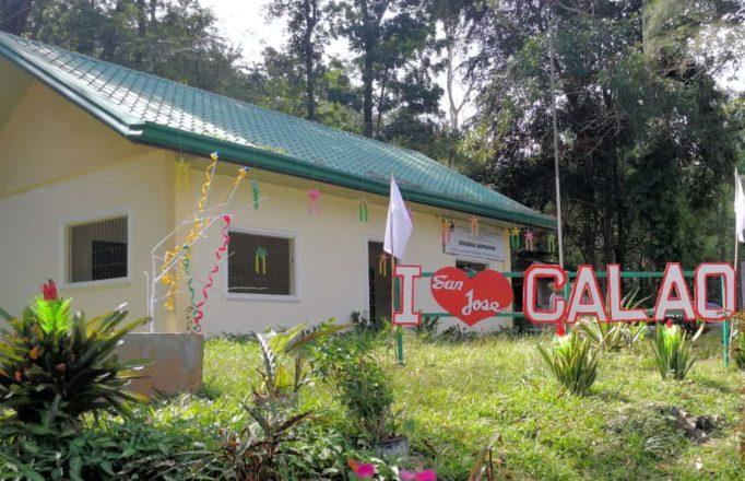 calao-letters-in-garden
